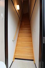 玄関・階段部分 玄関の両側は汚れ防止機能の付いた壁紙