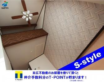*オシャレな木目調の壁紙のある個性を大切にしたお部屋*インターネット無料 Wi-Fiも使用可能です