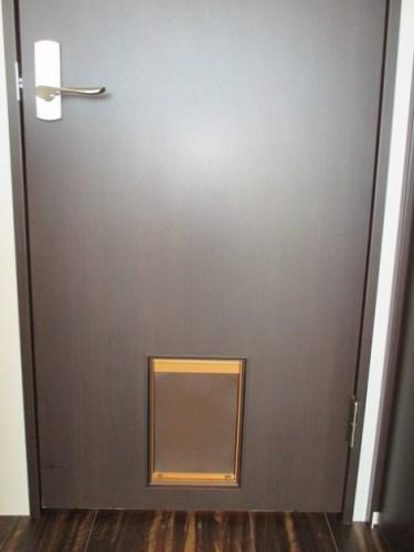 玄関 ペット出入口付きドア