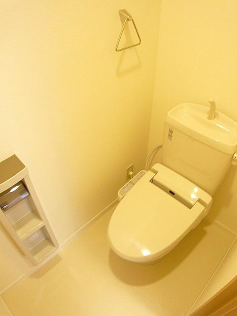 温水洗浄便座 上の棚が便利です