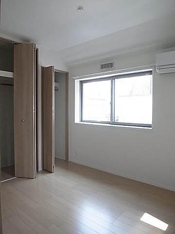 洋室にもエアコン付いております。