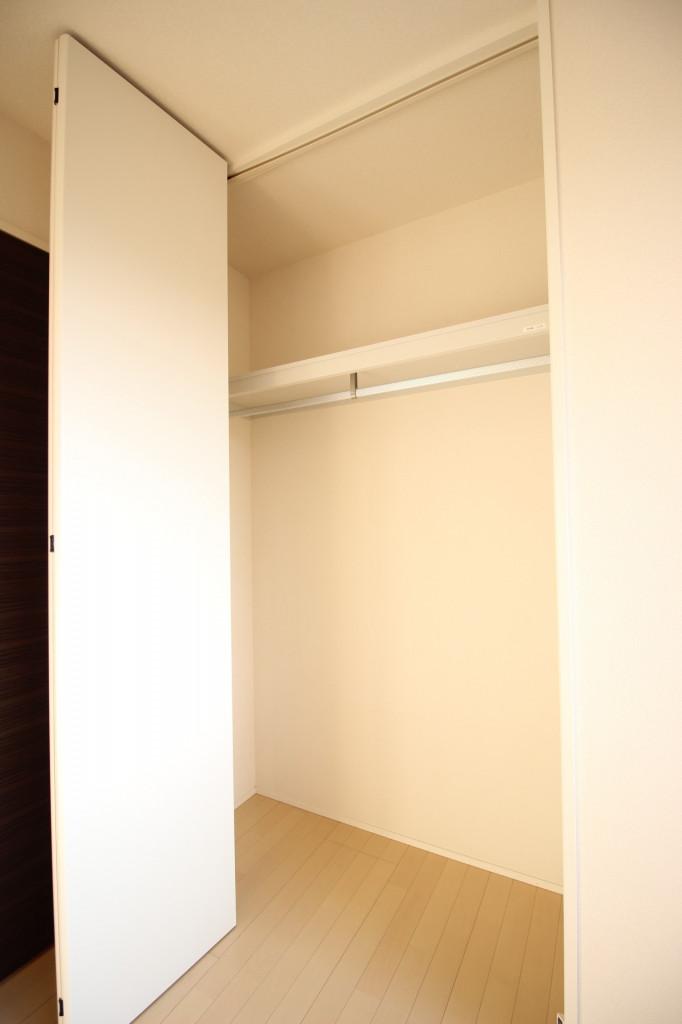 リビングルームに腰高の窓♪