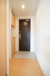 テスリの付いた玄関です。