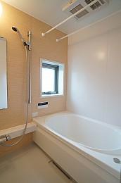 浴室追い焚き機能・換気乾燥機付いています。