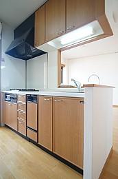 魚焼きグリル付システムキッチン(3口)・食洗機が付いてます♪