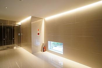 高級感を演出する間接照明(1階フロア)