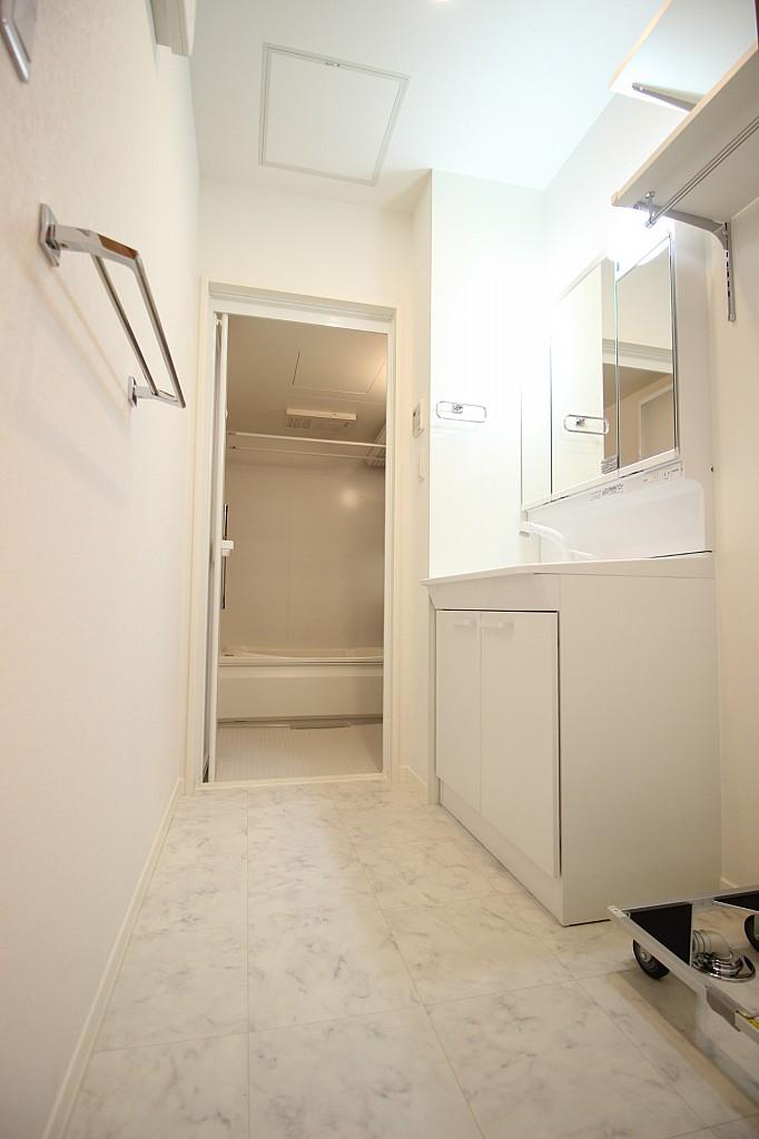 室内洗濯機置場には棚も付いています!