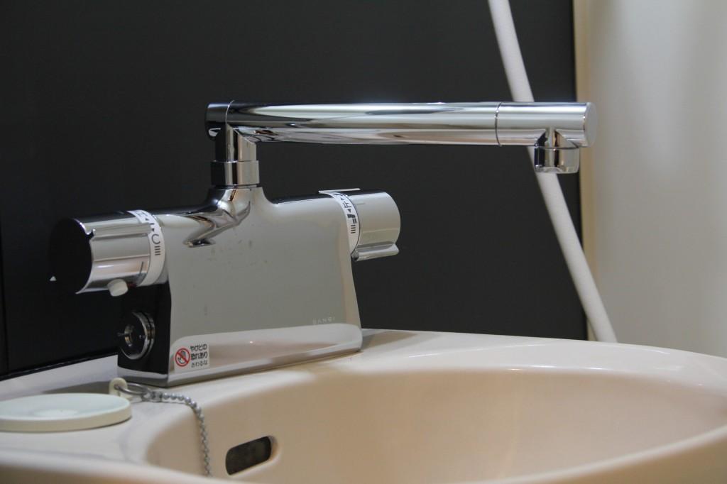 洗面の蛇口シンプルなのに変えました。