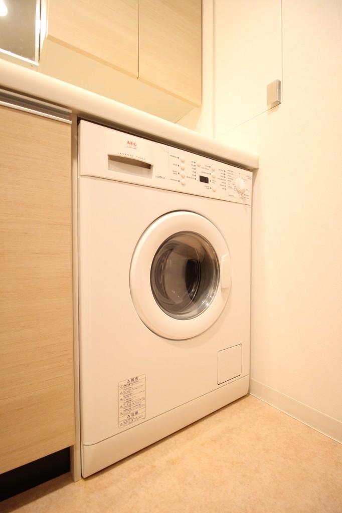 このお部屋イチオシの洗濯乾燥機!海外のお部屋のようでお洒落ですね♪