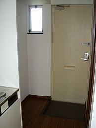 ◆玄関◆ 玄関にも窓あります