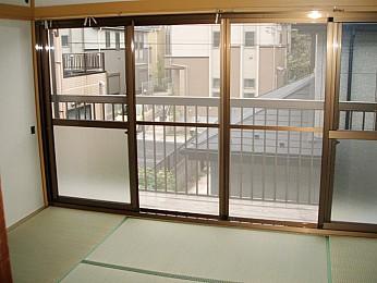 ◆居室内◆ 開放感のある4枚窓