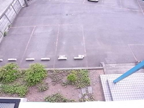 敷地内月極駐車場