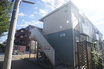 積水ハウスの賃貸住宅シャーメゾンです。L字型に建築された角部屋の多い物件です。敷地内駐車場あります。
