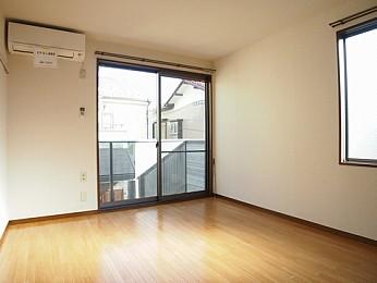 室内の様子です。1階ですが明るです。