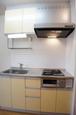 キッチンは2口ビルトインコンロの都市ガスです。