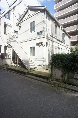 安心と実績の積水ハウス施工。新丸子駅及び武蔵小杉駅の2駅利用で、アクセス重視の単身者様にお薦めです。