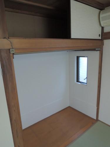 板敷きスペース(小窓があります)!