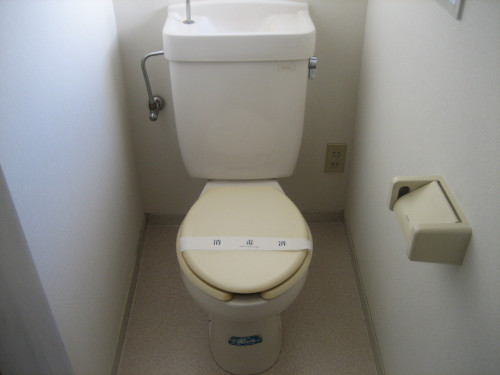 小窓があって明るいトイレです!
