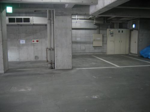屋内駐車場完備!