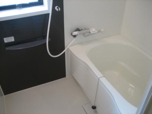 ゆったりした浴室内です!