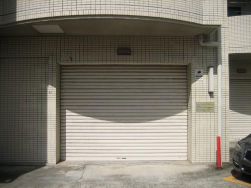 屋内駐車場入口!