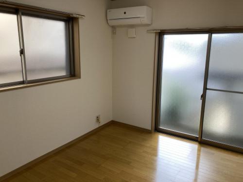 2面採光の明るい室内です。