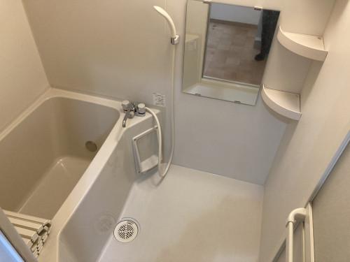 ゆったりした浴室内です!!