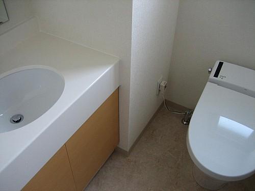 多機能便座!独立型手洗い台です!
