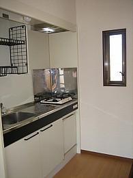 小窓のある明るいキッチンです!