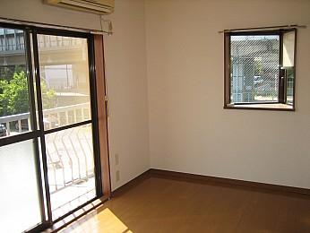 出窓があって明るい室内です!