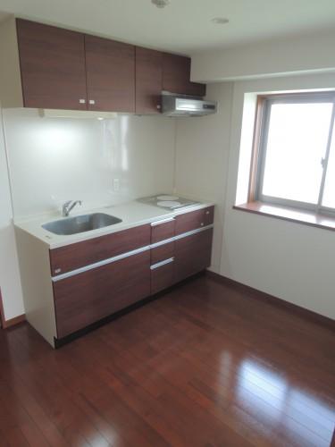 側面に小窓があり、明るいキッチンです!