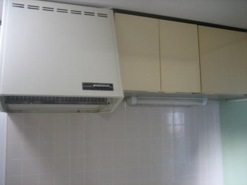 キッチン上部吊り戸棚があります