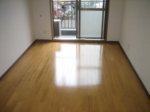 明るい室内・床:フローリング!