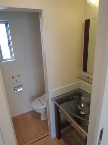 2階の洗面・トイレになります。