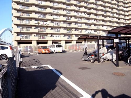 駐車場・屋根付き駐輪場