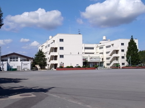 鴨居中学校 660m