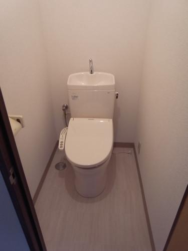 トイレ(新規交換・温水洗浄便座新規設置)