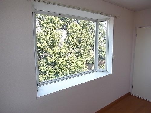 北側洋室出窓