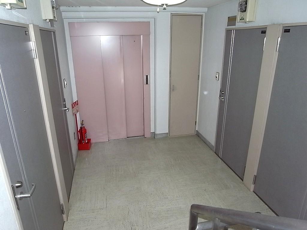 5階 エレベーターホール
