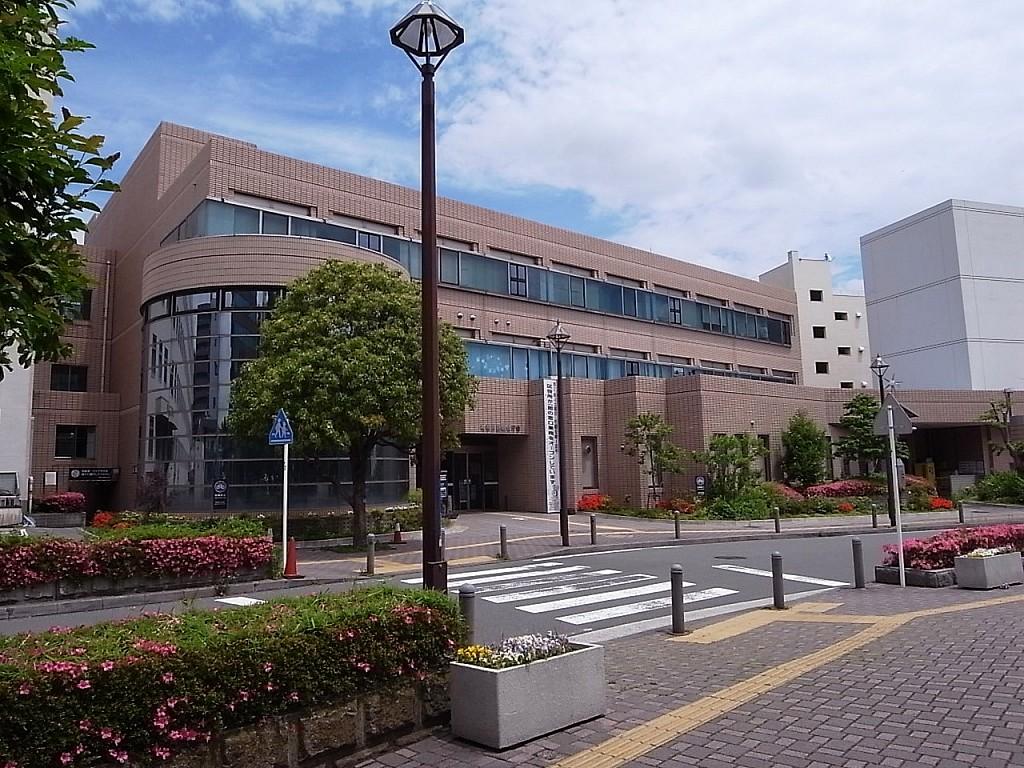神奈川区役所 650m