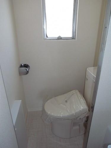 トイレ(温水洗浄便座新規設置)