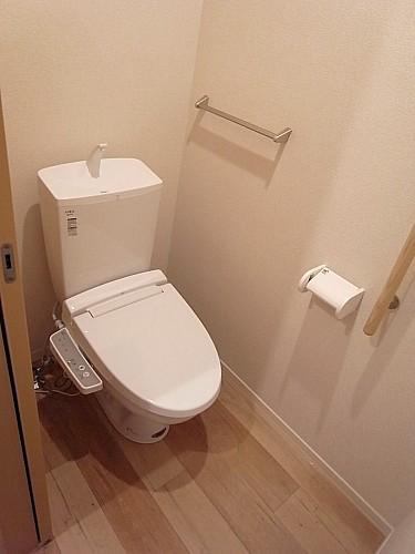 シャワー水洗トイレ