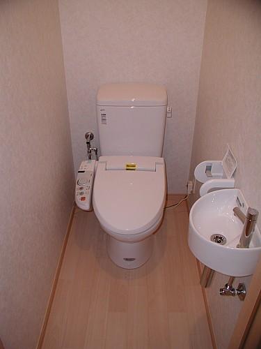シャワー水洗トイレ(手洗い付き)