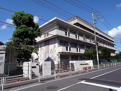 横浜市立緑小学校 370m