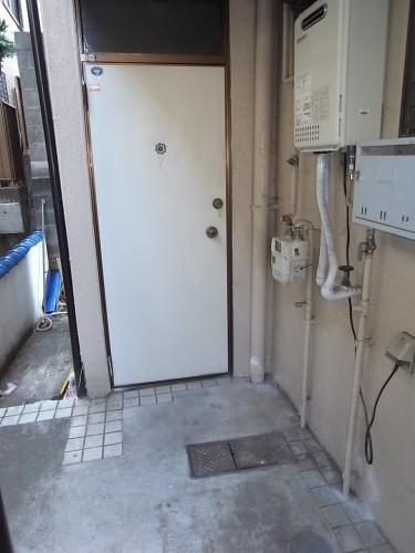 玄関前・洗濯機置き場