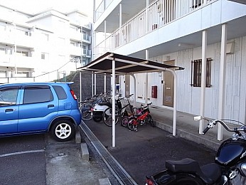 屋根付き駐輪場(無料)