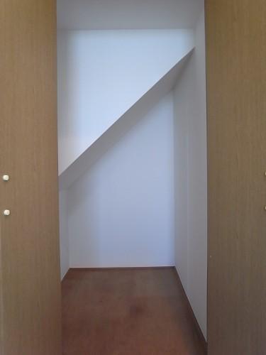 1階 階段下収納