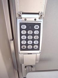 暗証番号式玄関錠