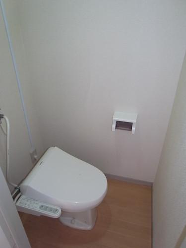 トイレ(温水洗浄便座残置物)
