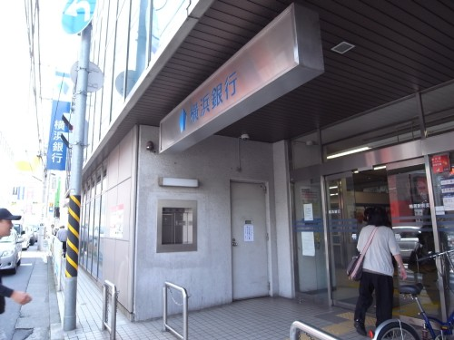 横浜銀行 870m